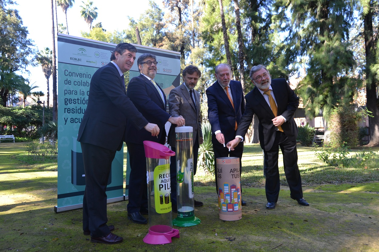 La Consejería de Medio Ambiente, la FAMP y los SCRAP (Ecolec, Ecopilas y ERP) firman el convenio marco sobre pilas y acumuladores.